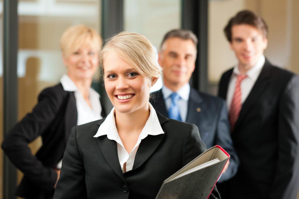 junge weibliche Führungskraft