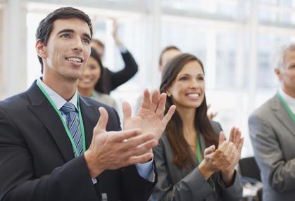 Applaus für erfolgreiche Rede
