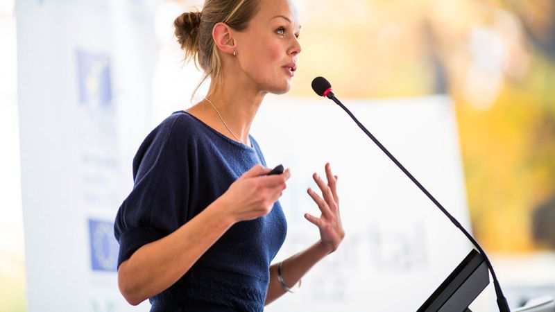 Rednerin erzählt eine Geschichte - Storytelling